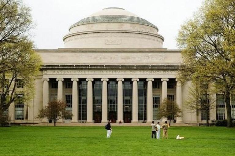 Khuôn viên của MIT, học viện công nghệ hàng đầu thế giới