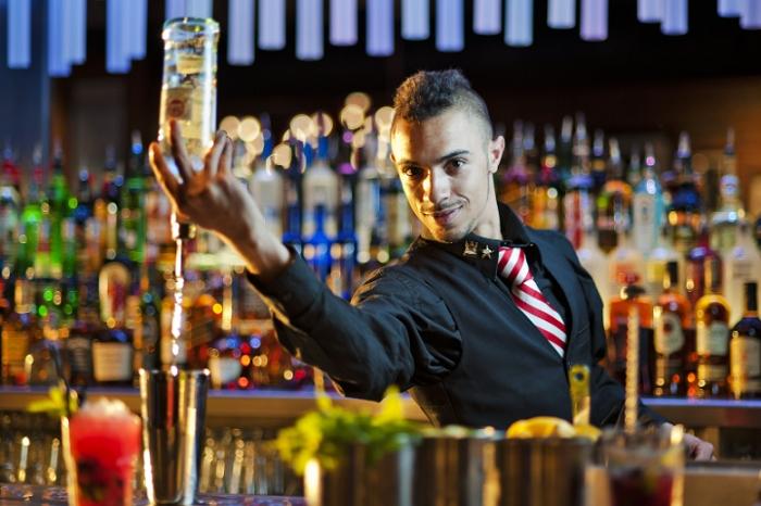 Những mẫu câu tiếng Anh giao tiếp thường sử dụng trong quầy Bar